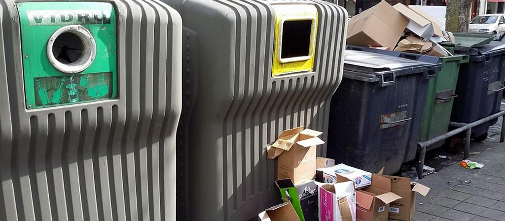 lixo reciclável em contentores indiferenciados